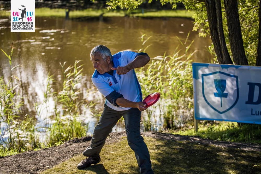 Björn Lindholm taistelee mitaleista lauantaina yli 60-vuotiaiden luokassa. kuva: Eino Ansio / Innova Europe